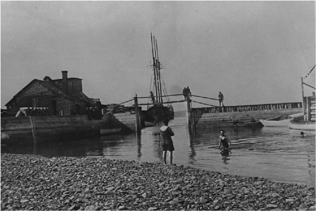 ship-churchpoint-schooner-swimming
